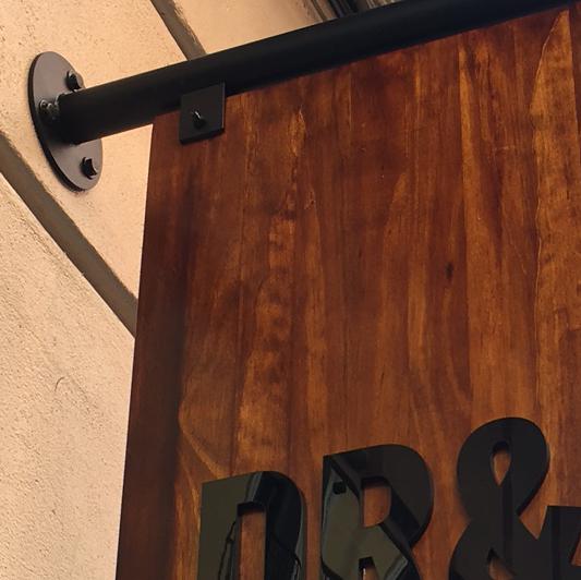 Banderola en madera y metacrilato